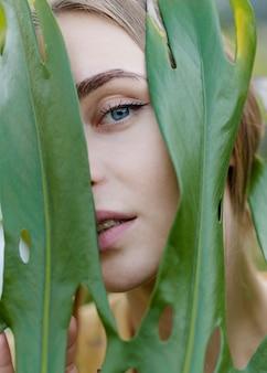 Close-up portret pięknej kobiety