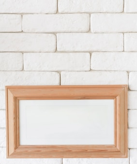 Close-up ramka na zdjęcia na ścianie z cegły