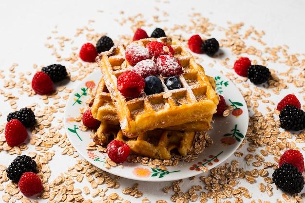 Close-up rocznika śniadanie z goframi