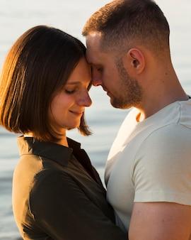 Close-up śliczna romantyczna para