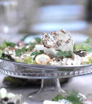 Close up.the danie w restauracji na rozmytym tle