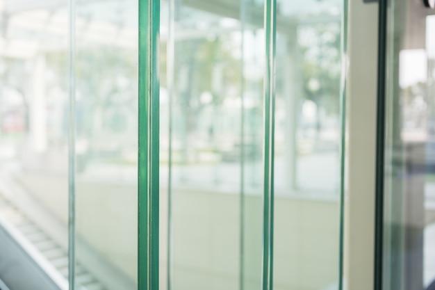 Close-up z drzwiami szklanymi