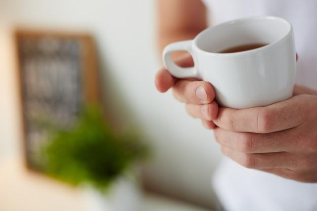 Close-up z filiżanką kawy