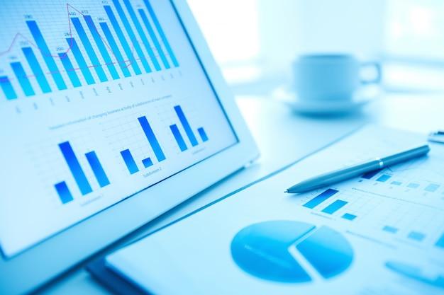 Close-up z piórem na badania rynku