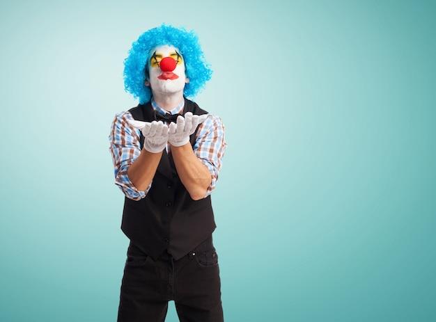 Clown wysyłając pocałunek