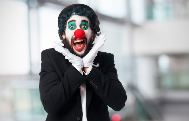 Clown z otwartymi ustami