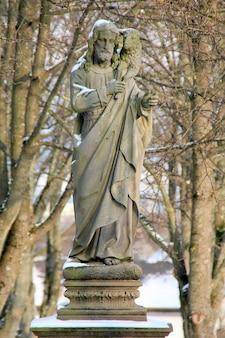 Cmentarz pastor pasterz zima rzeźba jesus