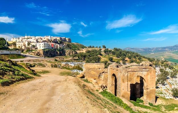 Cmentarz w grobowcach marynidów w fezie - maroko