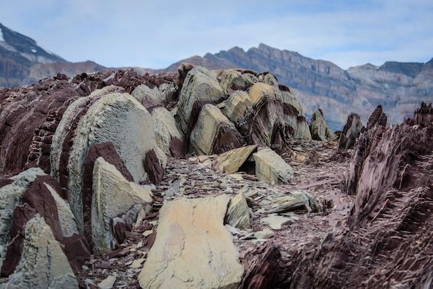 Colouful skały w wschodnim grenlandia zakończeniu up.
