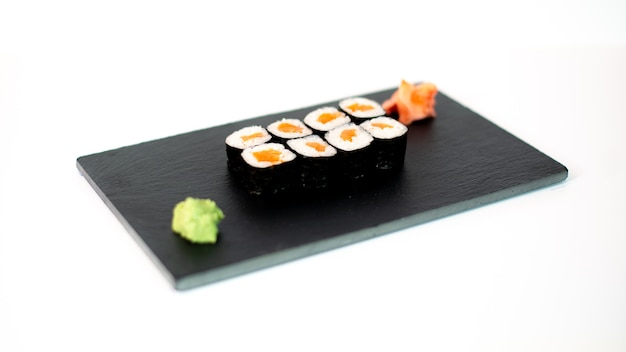 Comida japonesa suhi de maki de salmon