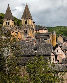 Conques średniowieczny kościół, francja