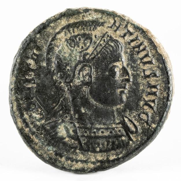 Constantine i magnus. moneta rzymska.