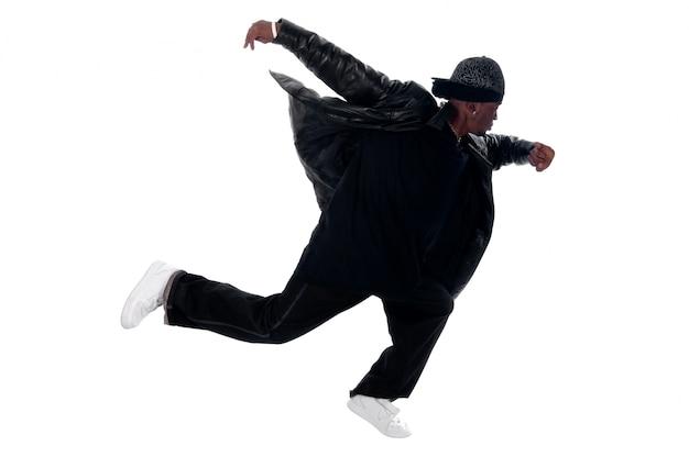 Cool młody człowiek hip-hop na białym tle