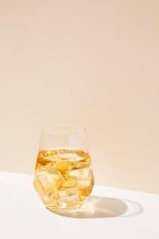Copy-space lodowaty owocowy aromat napoju