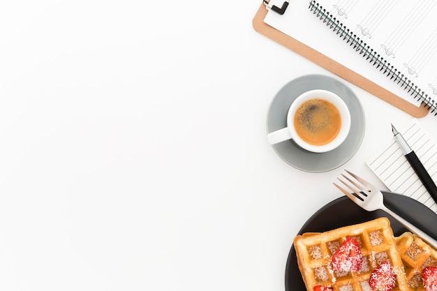 Copy-space pyszne gofry na śniadanie