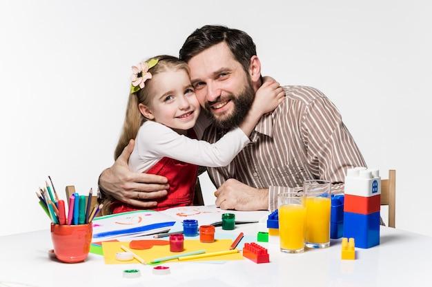 Córka i ojciec zbliżają się do siebie