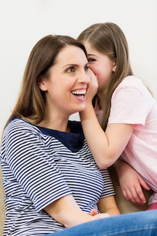 Córka szeptał jej do ucha matki