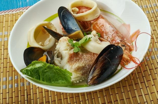 Cote brasserie breton fish stew, nad atlantykiem do wybrzeży francji