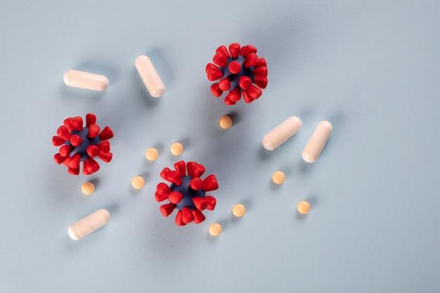 Covid-19, koncepcja koronawirusa. leki stosowane w leczeniu i zapobieganiu nowej infekcji wirusem koronowym oraz modele wirusa covid-19.