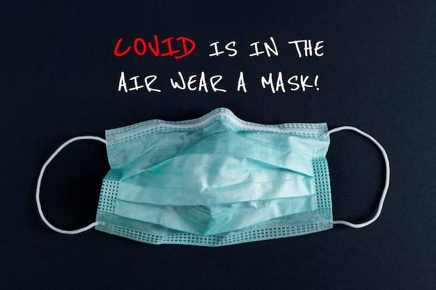 Covid jest w powietrzu, noś transparent z maską