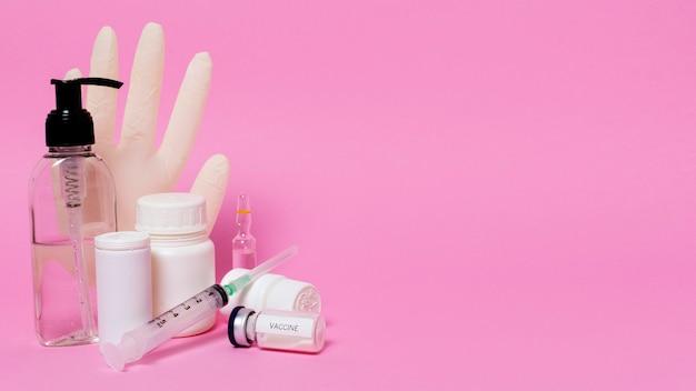 Covid koncepcja z fiolką szczepionki