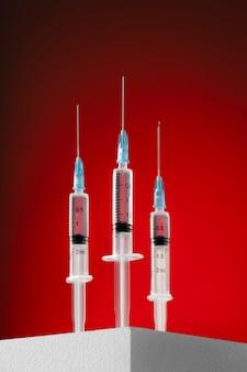 Covid martwa natura ze szczepionką