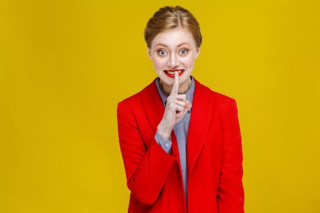Ćśś, jej tajna kobieta biznesu pokazująca znak tajemnicy