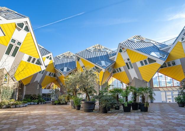 Cube house to zestaw innowacyjnych domów zbudowanych w rotterdamie w holandii