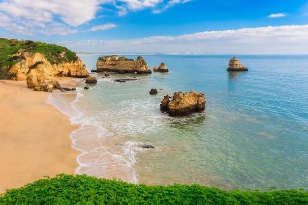 Cudowne plaże portugalii. lagos, algarve.