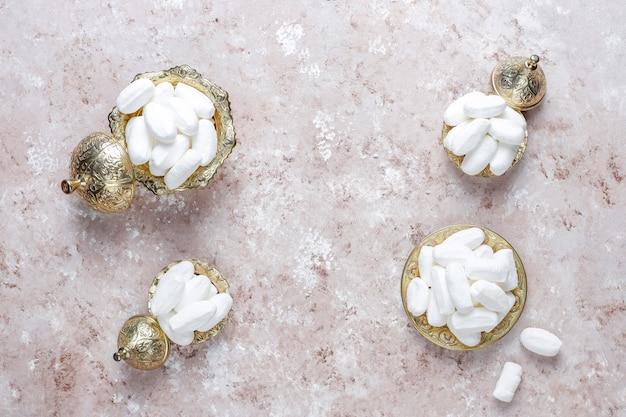 Cukier mevlana, cukierek biały cukier specyficzny dla indyka, widok z góry