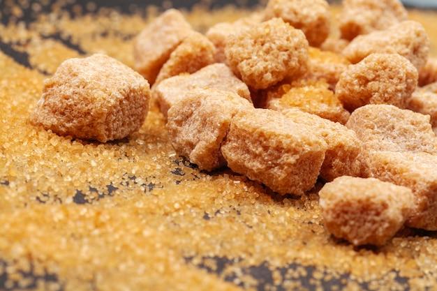 Cukier skalny z bliska