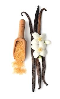 Cukier waniliowy i pałeczki z kwiatami.