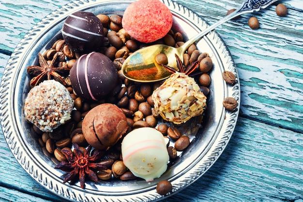 Cukierki czekoladowe i trufla