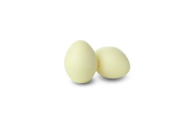 Cukierki czekoladowe jajko na białym tle