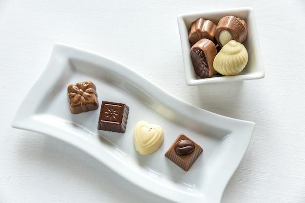 Cukierki czekoladowe o różnych kształtach