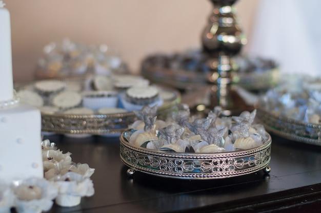 Cukierki na stole - chrzest