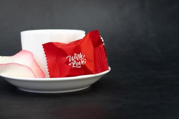 Cukierki z płatkami róż i kawą.