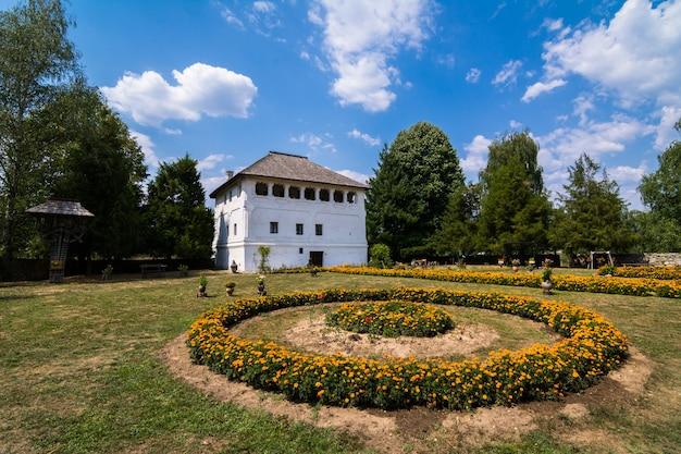 Cula maldaresti, ufortyfikowana willa położona niedaleko horezu w rumunii