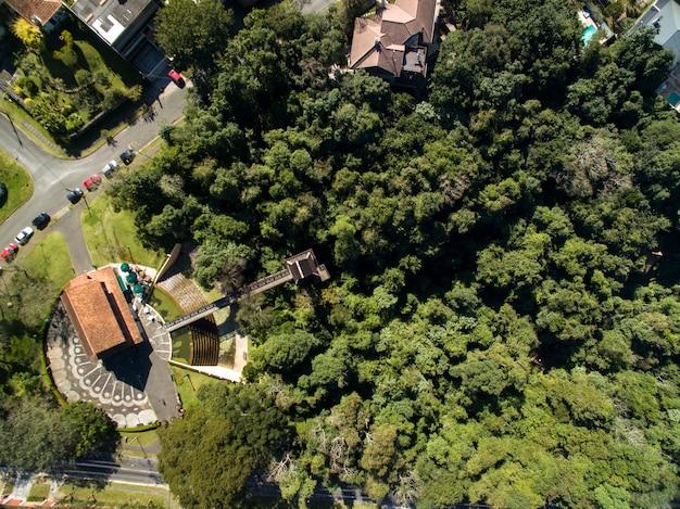 Curitiba, widok z lotu ptaka bosque do alemao park. parana - brazylia.