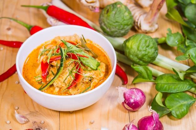 Curry pork pikantny
