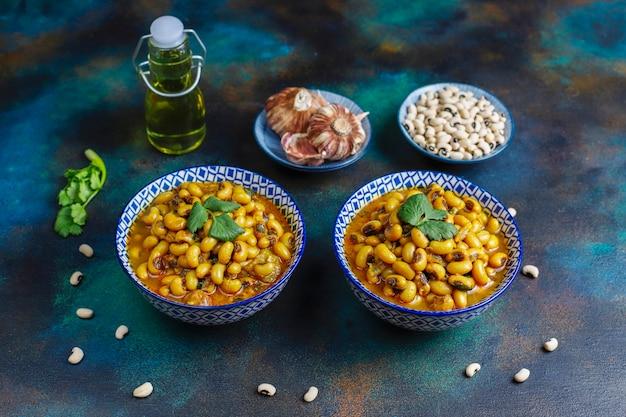 Curry z czarnej fasoli, kuchnia indyjska.