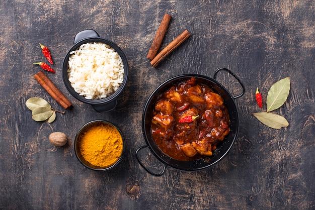 Curry z kurczaka tikka masala z ryżem