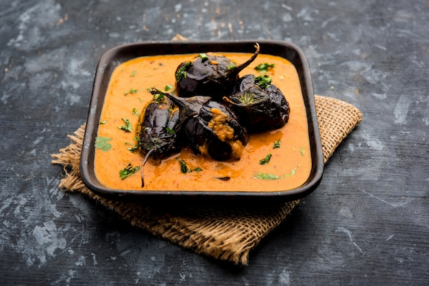 Curry z kurczaka z nogami lub podudzie lub murg tangri lub tangdi masala