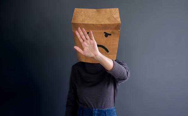 Customer experience lub human emotional concept. smutny uczucie język ciała