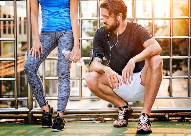 Ćwiczenia jogging działająca para sporta lata pojęcie