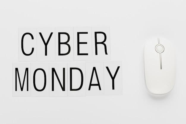 Cyber poniedziałek wiadomość z białą myszą
