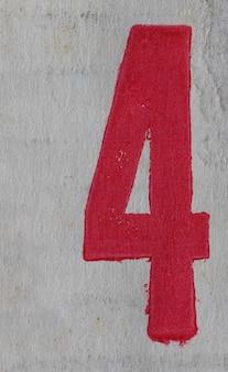 Cyfra cztery (4) cyfra wydrukowana na czerwono