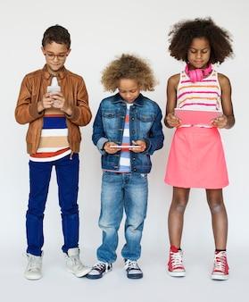 Cyfrowe urządzenia dla dzieci połączenie technologii komunikacyjnej