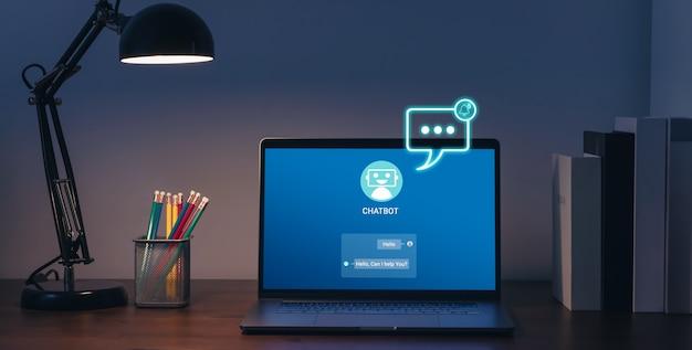 Cyfrowy chatbot i ikona alertu wiadomości z powiadomieniami i wysyłane do odbiorcy na laptopie, sztuczna inteligencja, innowacja i technologia