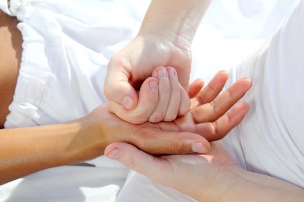 Cyfrowy masaż dłoni refleksologia terapii tuina masażu